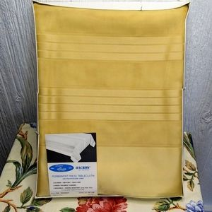 SLEATER Radiance Gold Dacron Tablecloth & Liner